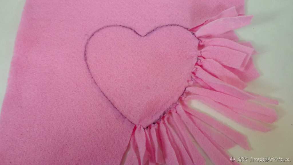 No Sew Heart Pet Toy - Keep Tying & DIY No Sew Heart Pet Toy for Valentine\u0027s Day - Irresistible Pets pillowsntoast.com