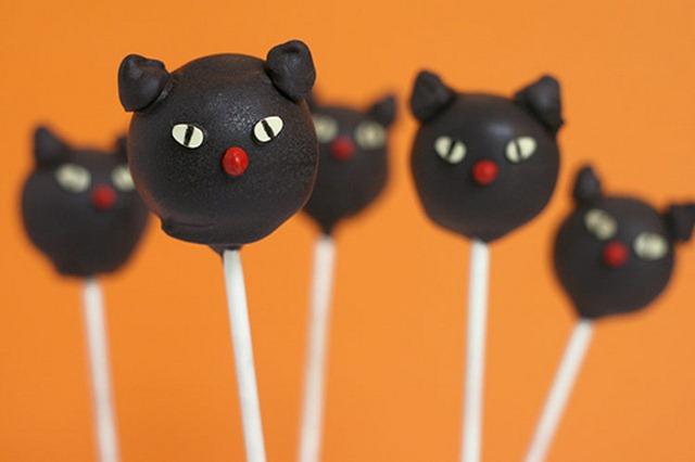 Howloween - Black Cat Cake Pops